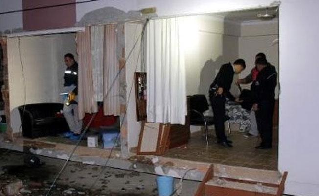 Hatay'da helyum gazı patladı, evin duvarları yıkıldı