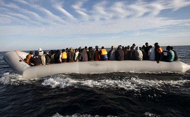 İspanya'da yüzlerce göçmen 'yer yok' denilerek cezaevine konuldu