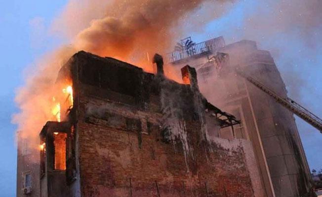 Tarlabaşı'da 3 katlı boş binada yangın