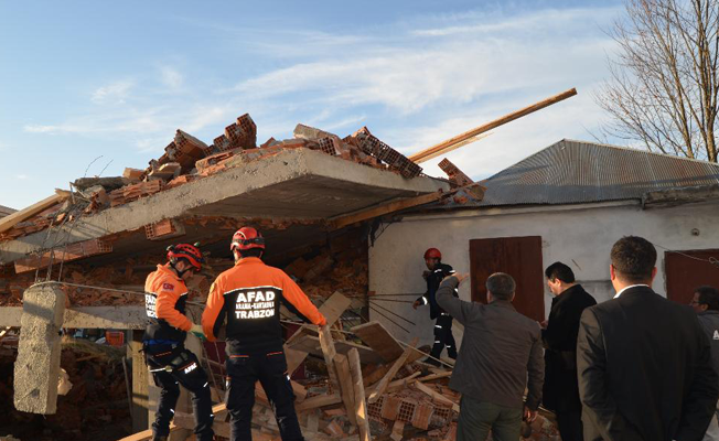 Trabzon'da cami inşaatı çöktü: Ölü ve yaralılar var