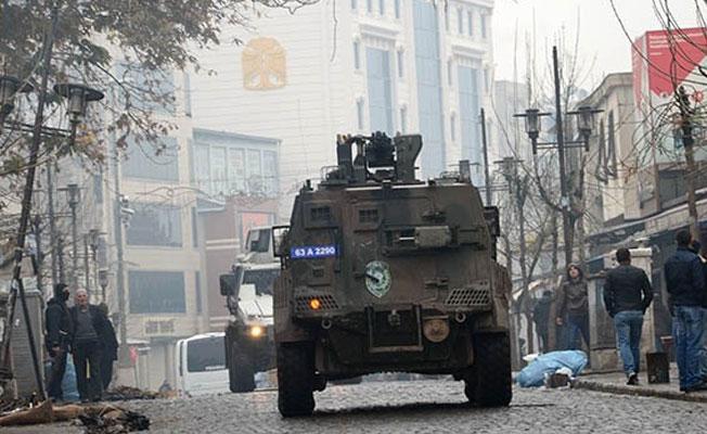 Cizre'de zırhlı araç 8 yaşındaki çocuğa çarptı