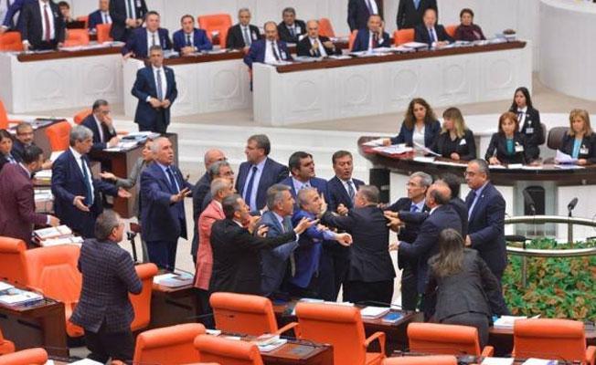 AKP ve CHP arasında 'Yahudi cesaret madalyası' kavgası