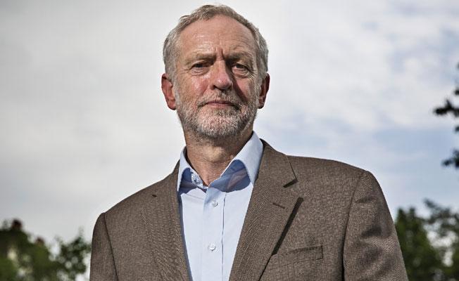 Corbyn: Trump'ın kararı, barışa yönelik pervasız bir tehdittir