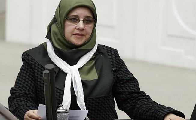 'Dini iktidar aracı hâline getirenler, kadınların kaderini yazma hadsizliğine düştüler'
