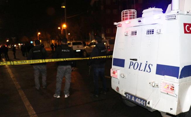 Diyarbakır'da kaymakamlık önünde pimi çekilmiş el bombası bulundu