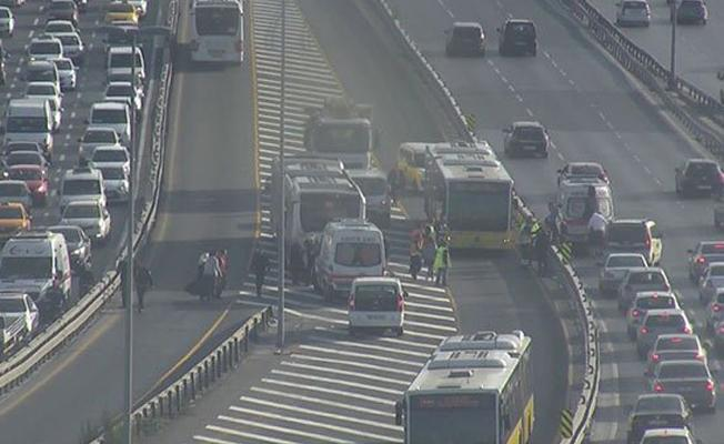 Metrobüsler çarpıştı, 24 kişi yaralandı