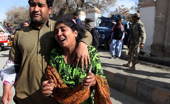 Pakistan'da kiliseye intihar saldırısı: Ölü ve yaralılar var