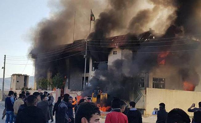Süleymaniye'de KDP ve KYB binaları ateşe verildi