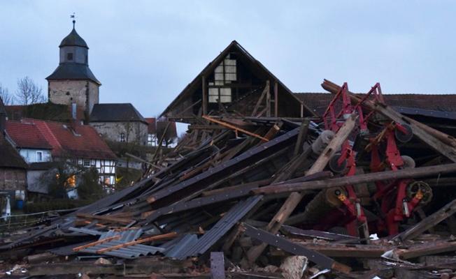 Avrupa'da fırtına: Beş kişi hayatını kaybetti