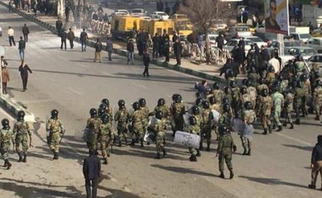 İran'da devrim muhafızları sokağa indi