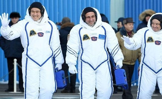Uzayda 3 hafta kalan Japon astronot yanlış hesaptan dolayı özür diledi