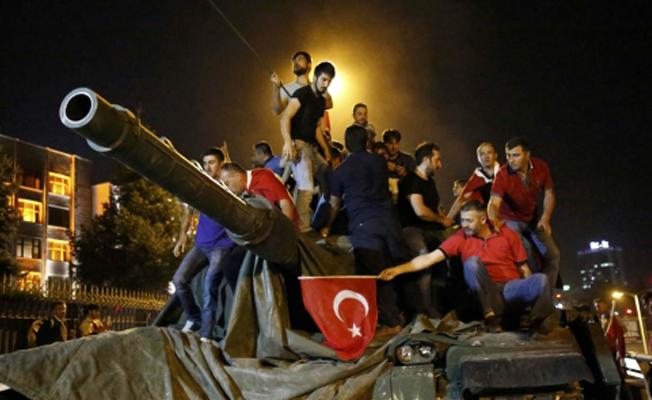 15 Temmuz'da Ankara Emniyet Müdürlüğü önünde silah dağıtılmıştı: Kaybolan silahlar aranıyor