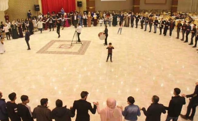 Kürtçe şarkı söyleyen müzisyenlerle düğün sahibi tutuklandı