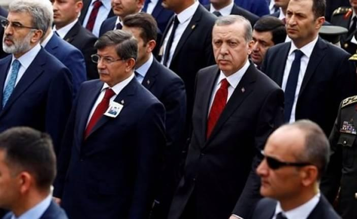 Ahmet Davutoğlu'nun AKP'den kesin ihracı istendi