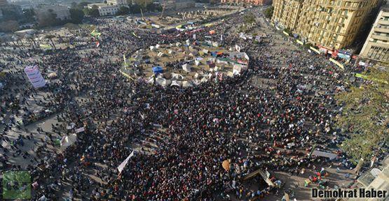 25 Ocak Devrimi'nin 2. yıldönümünde 9 ölü