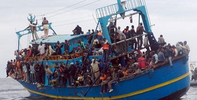300 mülteci taşıyan bir tekne daha battı!