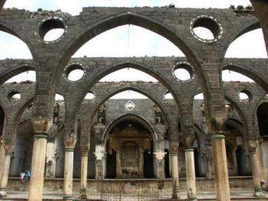 636 yıllık kilisede onarım ve restorasyon durdu