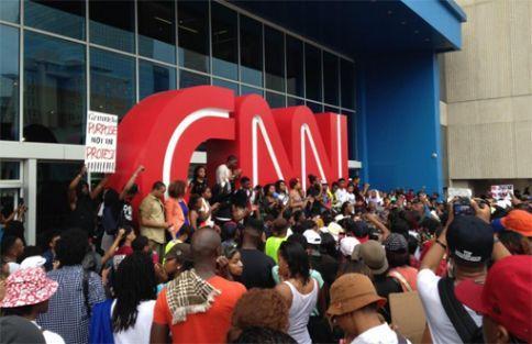 ABD'de CNN önünde 'Penguen Medyası' eylemi