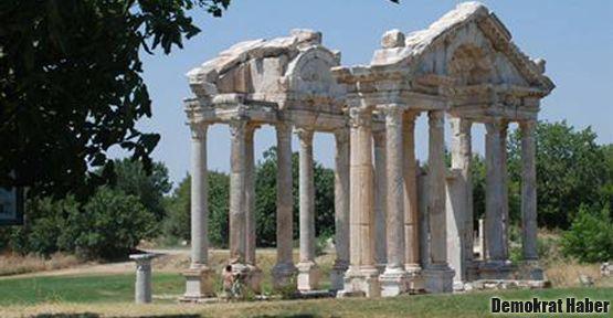 Afrodisias'ta iki dev heykel bulundu