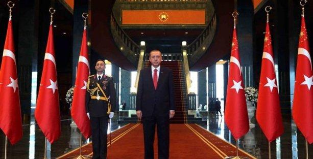 Ahmet Hakan'dan 'Ak Saray' eleştirisi