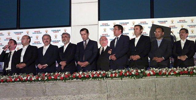 'AK Parti'den atılması gerekenler balkona çıkarıldı'