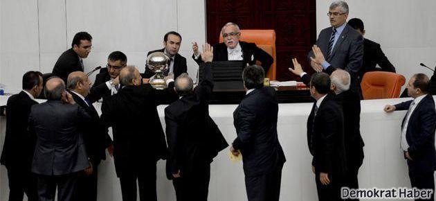 Ak Parti Meclis'te fezleke görüşmesini engelledi