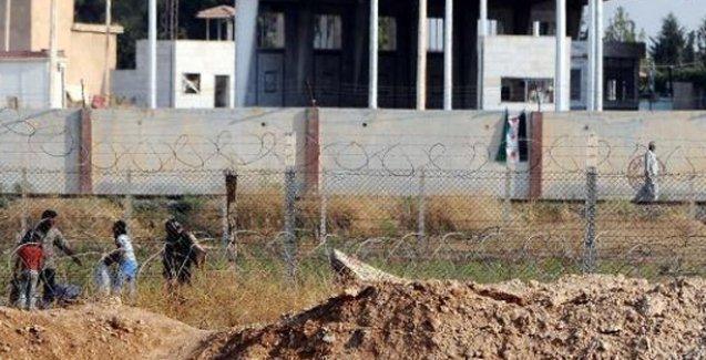 Sınır kapısı YPG'nin kontrolüne geçti