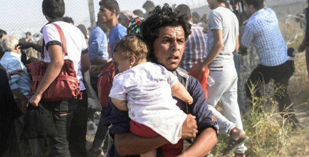 Akçakale sınırındaki 2 bin 800 Suriyeli Türkiye'ye geçti