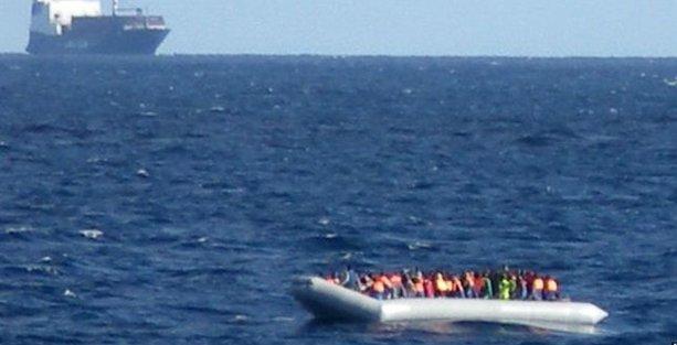Akdeniz'i şişme botla geçmeye çalışan 17 göçmen hayatını kaybetti
