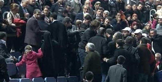 AKP Kongresi'nde 'Berkin Elvan' pankartı