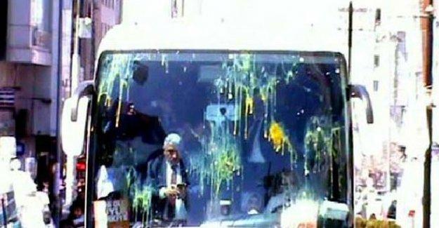 AKP'li adaylara Van'da yumurtalı protesto