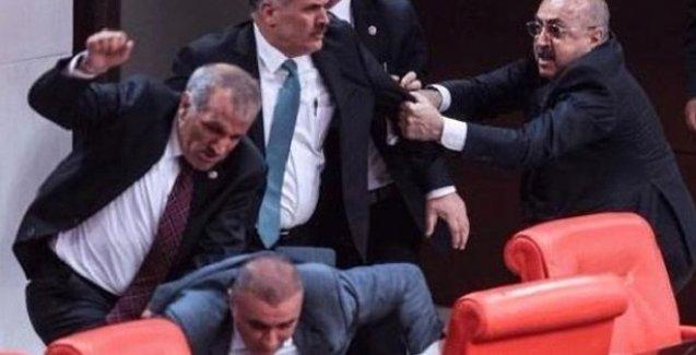 AKP'li Elitaş'tan bir garip savunma: İki kadın milletvekili kendi kendini darp etti!