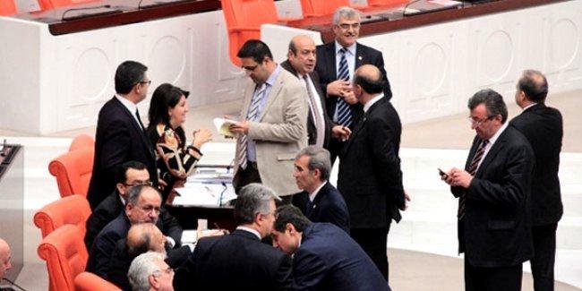 'AKP'nin çıkarmak istediği yasa o kadar antidemokratik ki MHP ile HDP aynı çizgide buluşuyor'