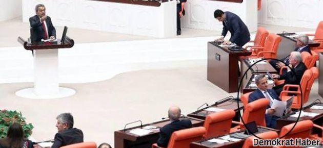 AKP'li vekil, Kamer Genç'i böyle protesto etti