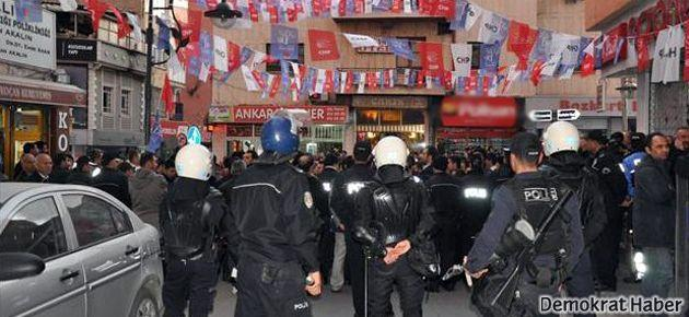 Aksaray'da beş bin kişi HDP binasını kuşattı