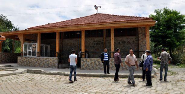 Aleviler türbelerinin camiye çevrilmesini protesto edecek