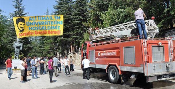 'Ali İsmail'in Üniversitesine Hoşgeldiniz' pankartına tahammül edemediler
