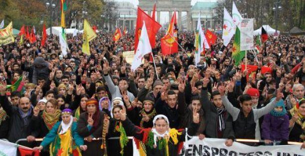 Alman parlamenterler PKK yasağını tartışıyor