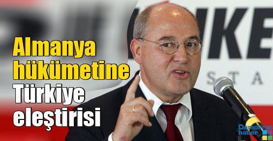 Almanya hükümetine Türkiye eleştirisi