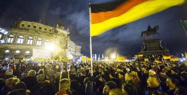 Almanya'da ırkçı yürüyüşte 'rekor' kalabalık