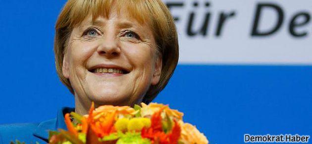 Almanya'da seçimin galibi Merkel