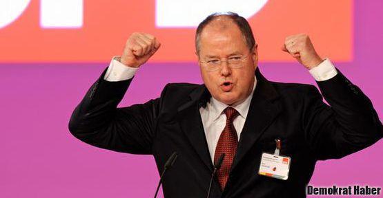 Almanya'da SPD'nin başbakan adayı o mu?
