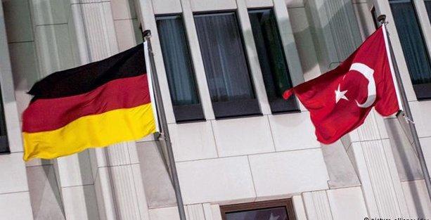 Almanya'da üç Türk'e casusluk suçlaması