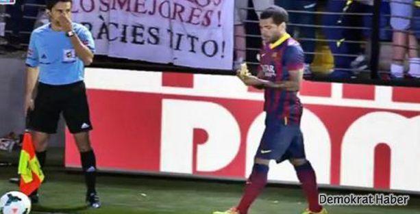 Alves'e yapılan ırkçı hareketin cezası: 12 bin euro