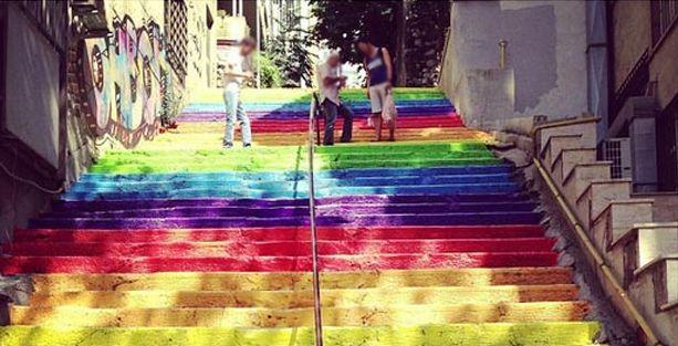 Anaokulu merdivenlerini boyayan 5 öğretmene ceza!