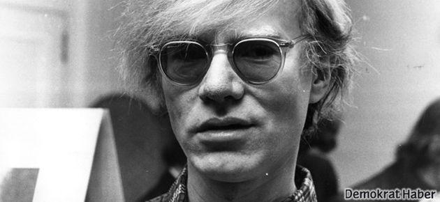 Andy Warhol Pera'ya geliyor