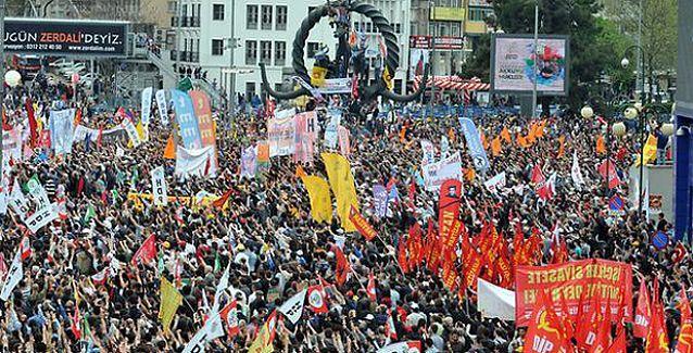 Ankara'da 10 binlerce emekçi Taksim'e selam gönderdi