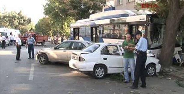 Ankara'da belediye otobüsü kaza yaptı: 1 ölü