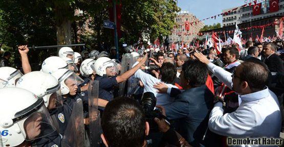 Ankara'da Cumhuriyetçilere polis müdahalesi