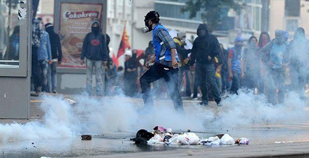 Ankara'da helikopterden biber gazı